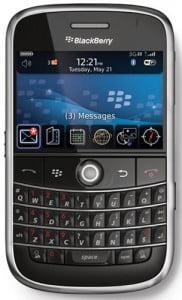 Blackberry Bold 9000, lebih mahal sikit dari 5800. Beli ni jadi lebih canggih dari Bos, hehe...