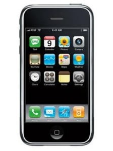 iPhone 3G, handphone paling mahal antara ketiga-tiga ni. Gempak gile kalau dapat beli ni.